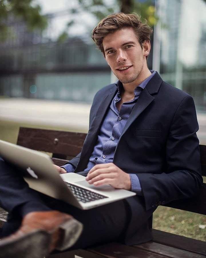 Business portrait of Tommaso #moodyports #portraitpage